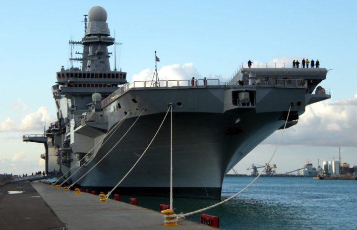 La portaerei Cavour ormeggiata a CivitavecchiaWikimedia image by Gaetano56