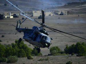 طائرة هليكوبتر من طراز Mil Mi-17 (الاسم وفق تقارير الناتو هو Hip) تشارك في تدريب مرحلة ترايدنت التابع للناتو في ميدان سان غريغوريو للتدريب بالقرب سرقسطة يوم 4 نوفمبر. تقول شركة الدفاع ومعدات الفضاء الروسية التي تصنع المروحيات الروسية أنه سيتم على مدى العامين المقبلين إجراء أعمال صيانة شاملة وإصلاح وتجديد على 41 مروحية من طراز Mi-8 T وثلاث مروحيات من طراز Mi-17 تابعة للقوات الجوية المصرية المجمع الصناعي العسكري الرئيسي في البلاد خارج العاصمة القاهرة. (صورة: فيليب ماركو/AFP/غيتي إيمدجز)