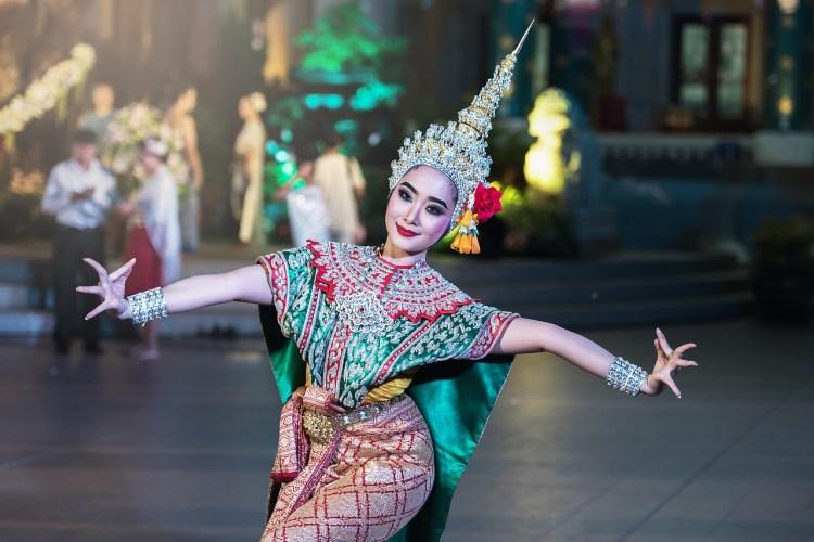 Danseuse asiatique : amélioration continue de l'apprentissage de la danse.