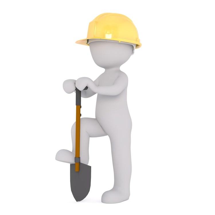 Facilité : un travailleur, sa pelle et son casque jaune.