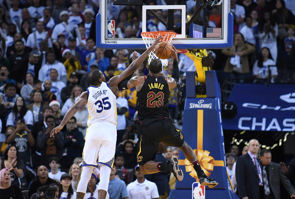 LeBron James, Kevin Durant Differ on Xmas Game Late Play   Def Pen