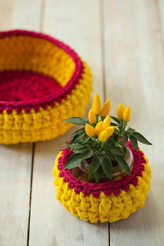 cesta de croche com fio de malha - DIY - artesanato - capa de vaso