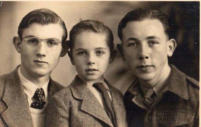 Van links naar rechts: Paul - Henk - Lammert, mijn vader.