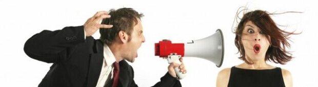 Communicatie coaching - roepen door een megafoon