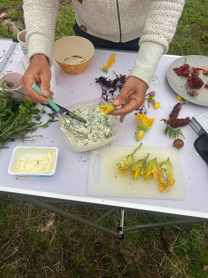 eten uit paradijs 30 aug bloemen met kruidenkaas kopie
