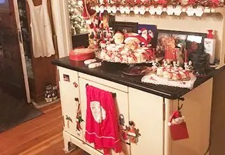 Johnson Family Shares an Antique Christmas in Valley Springs