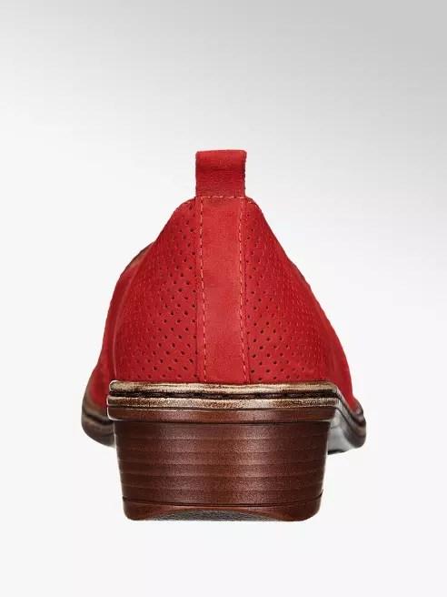 ff6afd9663 Výrazná červená barva a decentní perforování činí z komfortní vycházkové  obuvi značky Medicus stylový designový kousek. Svršek z červeného semiše má  střih ...