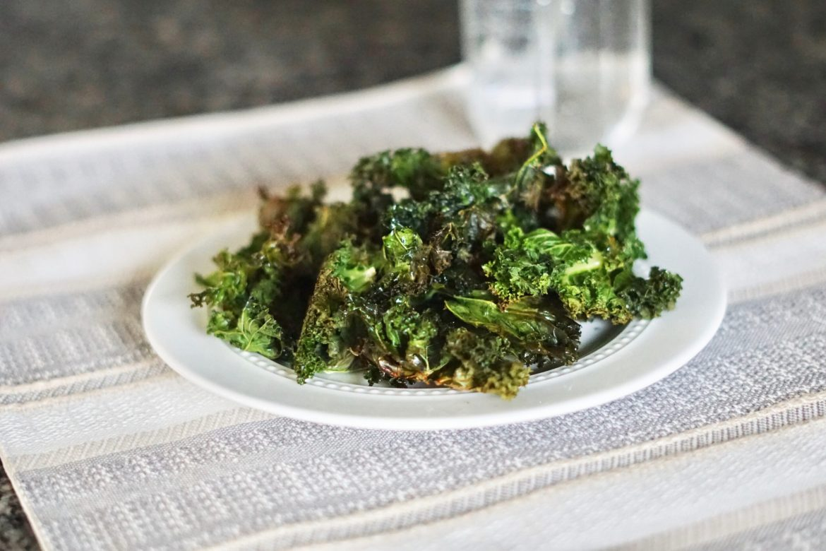 Kale chips, easy healthy snacks, quick healthy snacks. Deidra Mangus, veggies snacks, air fried kale, weight loss snacks, post partum fitness journey