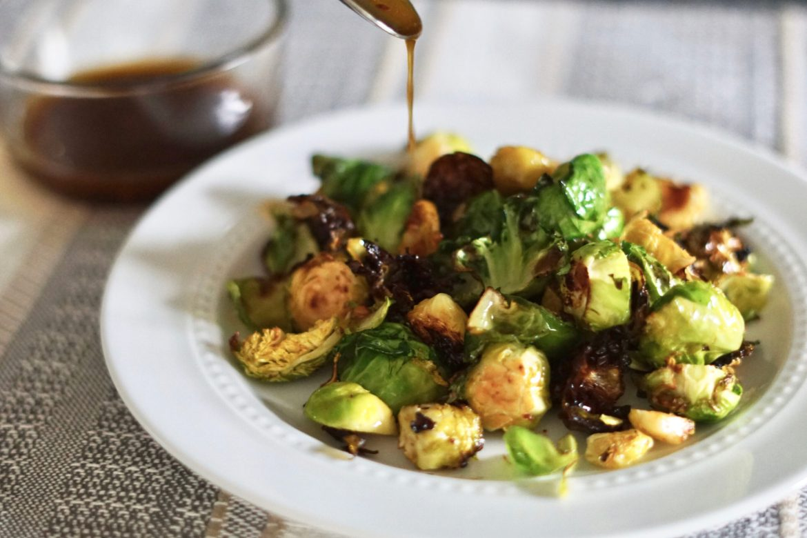 Brussel sprouts recipe, healthy brussel sprouts, sweet chili brussel sprouts, healthy holiday dishes, deidra mangus, healthy side dish recipes, weight loss recipes, braggs liquid amino, coconut aminos, sriracha, sweet chili sauce, garlic, successful beachbody coach, weight loss after baby, post partum fitness journey