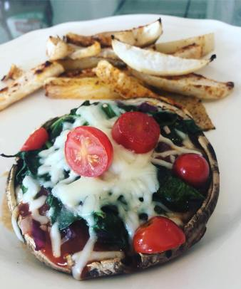 Deidra Mangus, portabello mushroom pizza, tomato, spinach recipes, healthy pizza recipes, turnip fries, healthy dinner recipes, 2b mindset recipes, 80 day obsession recipe, weight loss journey, healthy new mom, post-partum fitness journey, post-partum weight loss, elite beachbody coach PA, successful team beachbody coach, online fitness coach PA, online support fitness group, beachbody coaching opportunity, clean eating recipes