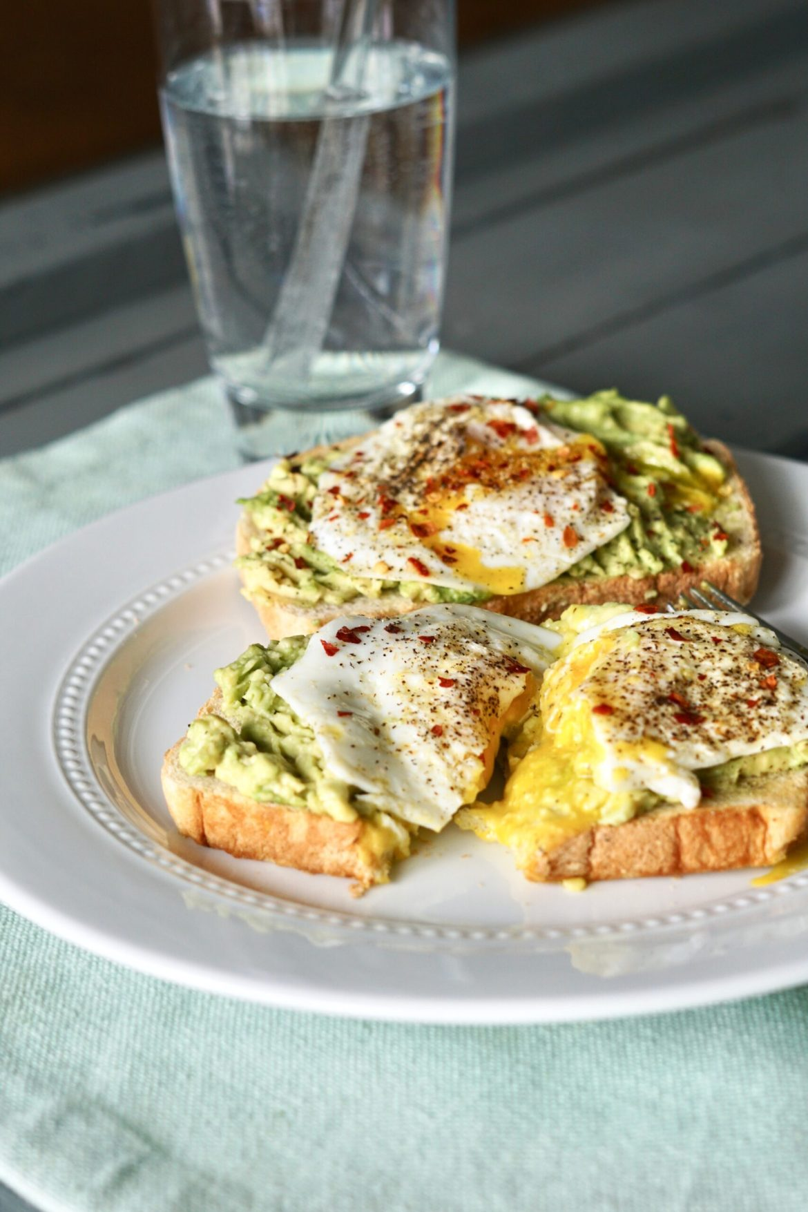 Avocado, egg, toast, Deidra Mangus, healthy breakfast recipes, healthy snacks, weight loss journey recipes, Successful online fitness coach PA, Elite Beachbody coach PA, Post partum weight loss, healthy military family, healthy blended family