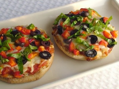 Deidra Penrose, Clean eating, meal plans, healthy recipes, P90X3 meals, Beach body, 5 star elite beach body coach, eating over super bowl weekend, party recipes, weight loss, nutrition, diets, alcoholic beverages calorie content, fitness motivation, healthy pizzas, english muffin pizzas, easy meals