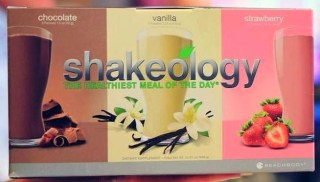 Shakeology, It works greens, healthy eating, protein shakes,shakeology vs it works,  clean eating, meal replacements drinks, compare shakeology with greens, gluten free, soy free, weight loss, diet, nutrition, Deidra Penrose, 5 star elite beach body coach