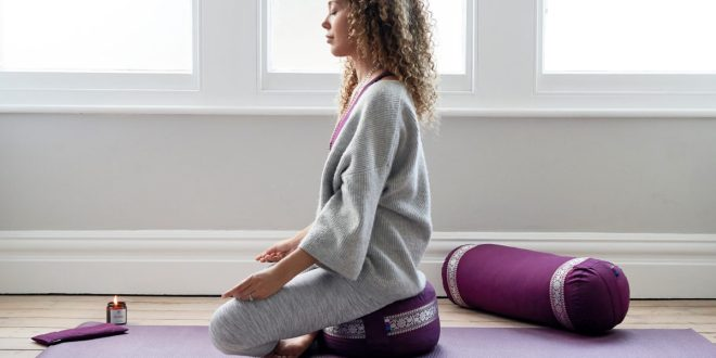 Wintersonnenwende-Ritual: Eine Yoga-Praxis, um das Licht zu feiern