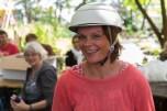 And the winner is: Alexandra! Die Mitfahrerin der Stadtnatur-Fahrradrallye freute sich über einen chicen Fahrradhelm. Foto: Berliner Energieagentur