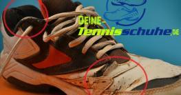 Tennisschuh mit Kampfspuren