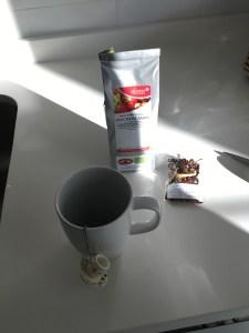 Meget avanceret at skulle fylde te i en dims og dyppe den i koppen! Allede her er vi udover hvor meget arbejde jeg gider lave for én kop te!