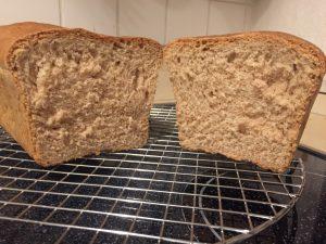 Toastbrot aus Weizen- und Dinkelvolkornmehl
