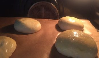 Burger Buns bei 200°C goldbraun backen