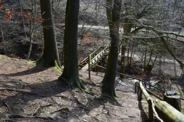 Treppe abwärts zur Teufelsbrücke