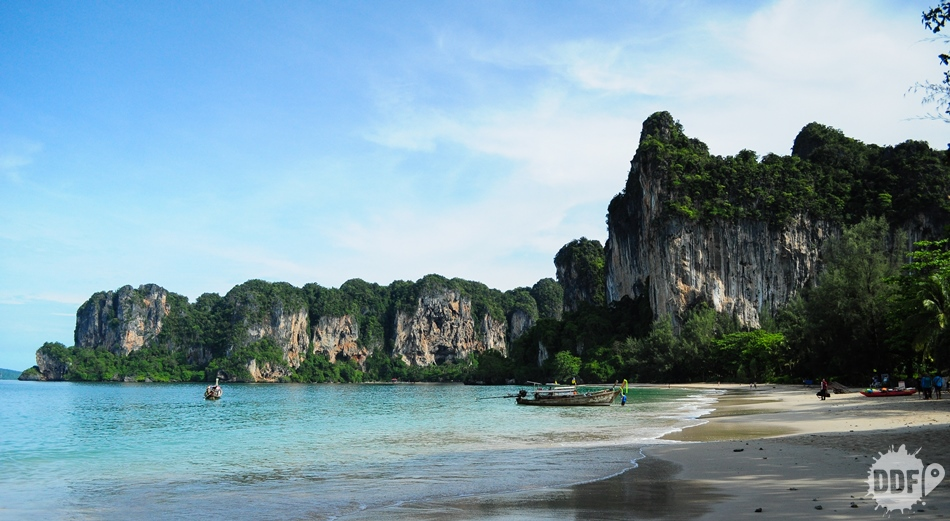 foto da praia de railay west beach na tailandia