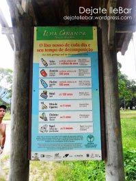 Cartel en la entrada del pueblo.