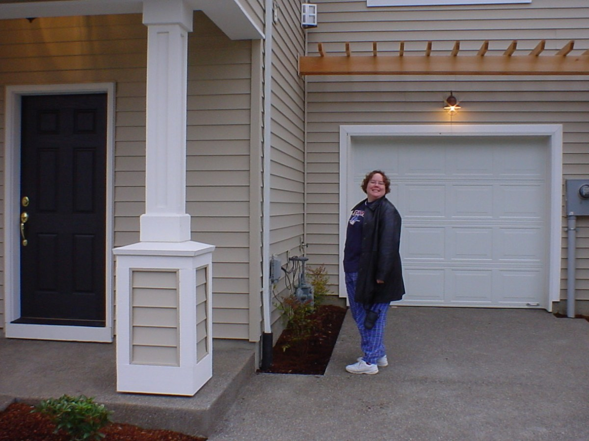 Jenn in front of our townhouse