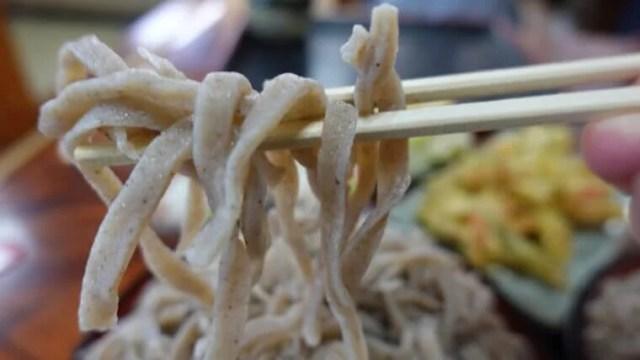 太田市かどやもりそば麺リフト