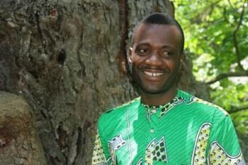 Augustin Houénou, guide du jardin des plantes de Porto-Novo