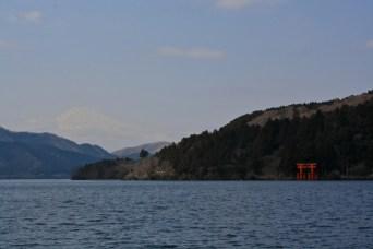 Ashi lake, with the Hakone shrine main entrance at right and Mount Fuji at left