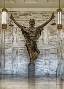 vrouwe justitia die gerelateerd is aan bewijs in zedenzaken