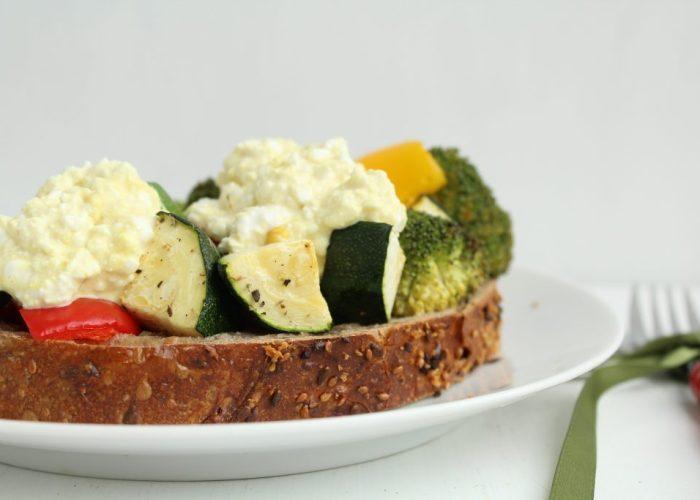Sandwich met geroosterde groente
