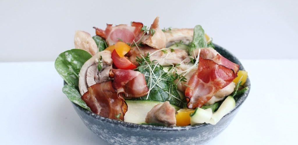 BLT salade met kippendijen