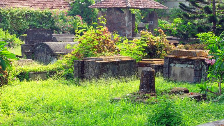 Dutch-Cemetery-Tombs-Fort-Kochi