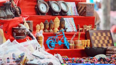 Metal and wooden handicrafts in street cart - Fort Kochi Beach, Handicrafts Kochi
