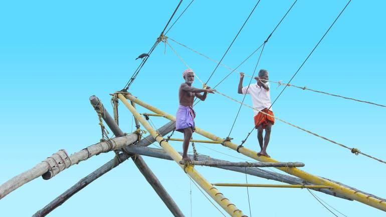 Fort Kochi - Fisherman on Chinese Fishing Net