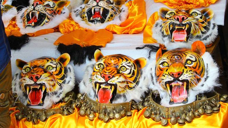 Puli-Kali-Pulikkali-Masks-and-metal-belt-with-jingles