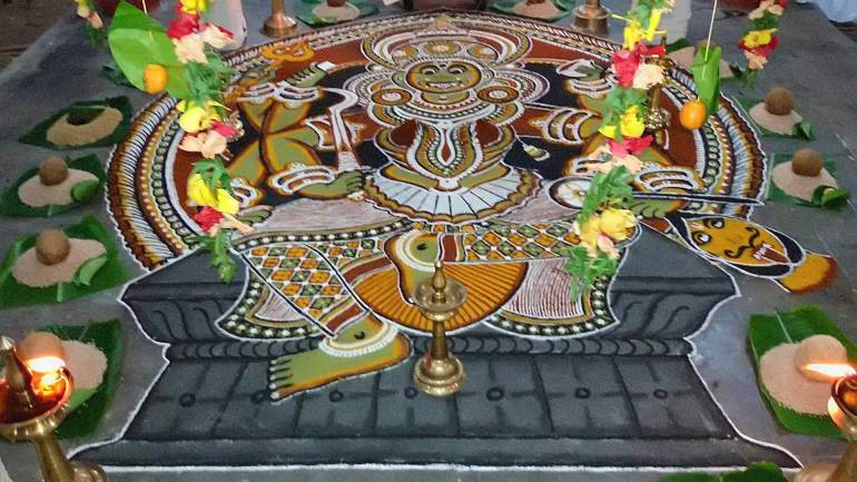 Kalamezhuthu-Pattu-Ritual-Kalam