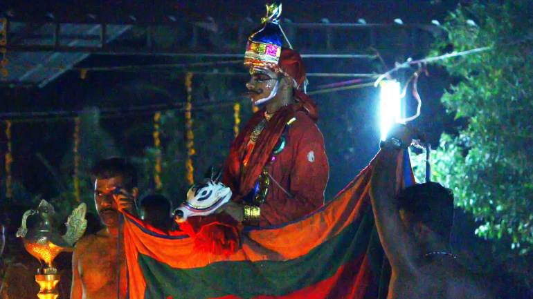 Artist-performing-the-role-of-Lord-shiva-in-Mudiyettu