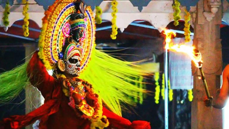 Kali-purappadu-(Entry-of-Goddess-Kali)-in-Mudiyettu-performance