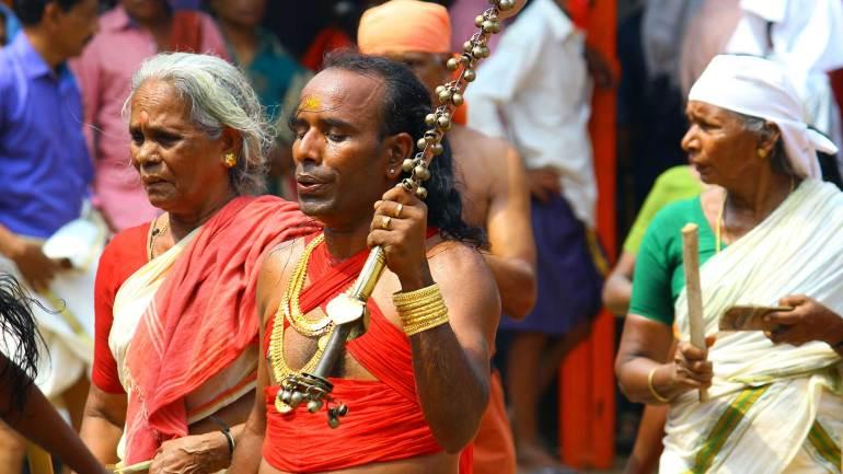 Oracle-with-sabre(Velichappadu-or-Komaram)-at-Kodungallur-Bhagavathy-Temple-Kodungallur-Bharani-Festival-Kerala-Festival-Photos-De-Kochi, Kodungallur Bharani