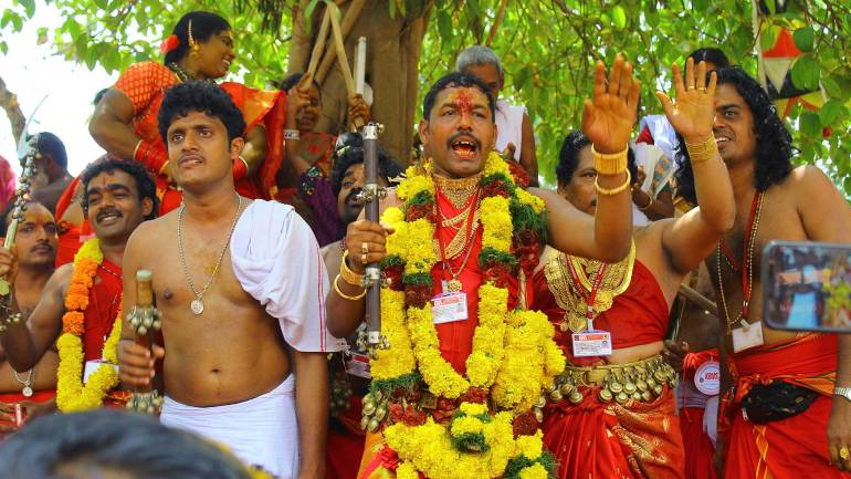 Oracles-sing-the-'Thanaro-Thannaro-song'-to-praise-Kodungallur-Bhagavathy-Kerala-Festival-Photos-De-Kochi-Kodungallur-Bharani-Festival, Kodungallur Bharani