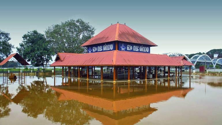 Aluva-Shiva-Temple-under-flood-due-to-heavy-rain-in-Kerala