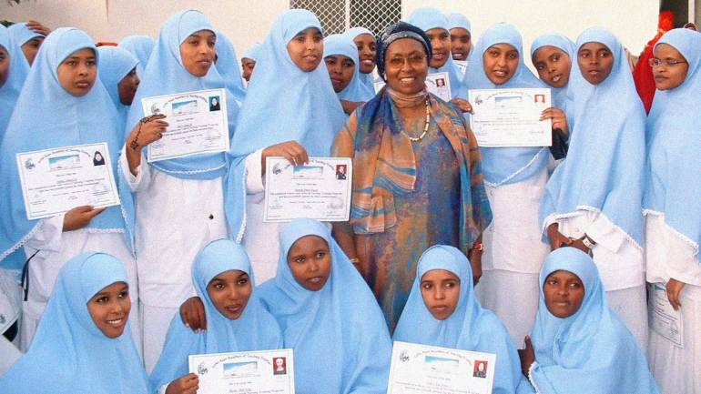 Edna-Adan-Ismail,-director-and-founder-of-Edna-Adan-Maternity-Hospital,-with-nursing-graduates