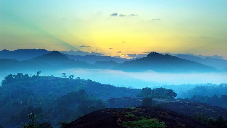 Ayyappanmudi-Morning-View-Ayyappanmudi-Mist