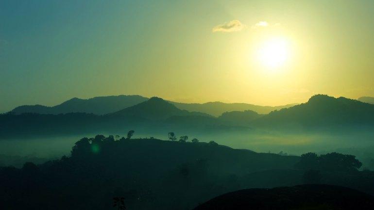 Ayyappanmudi-Sunrise-View-From-Ayyappanmudi