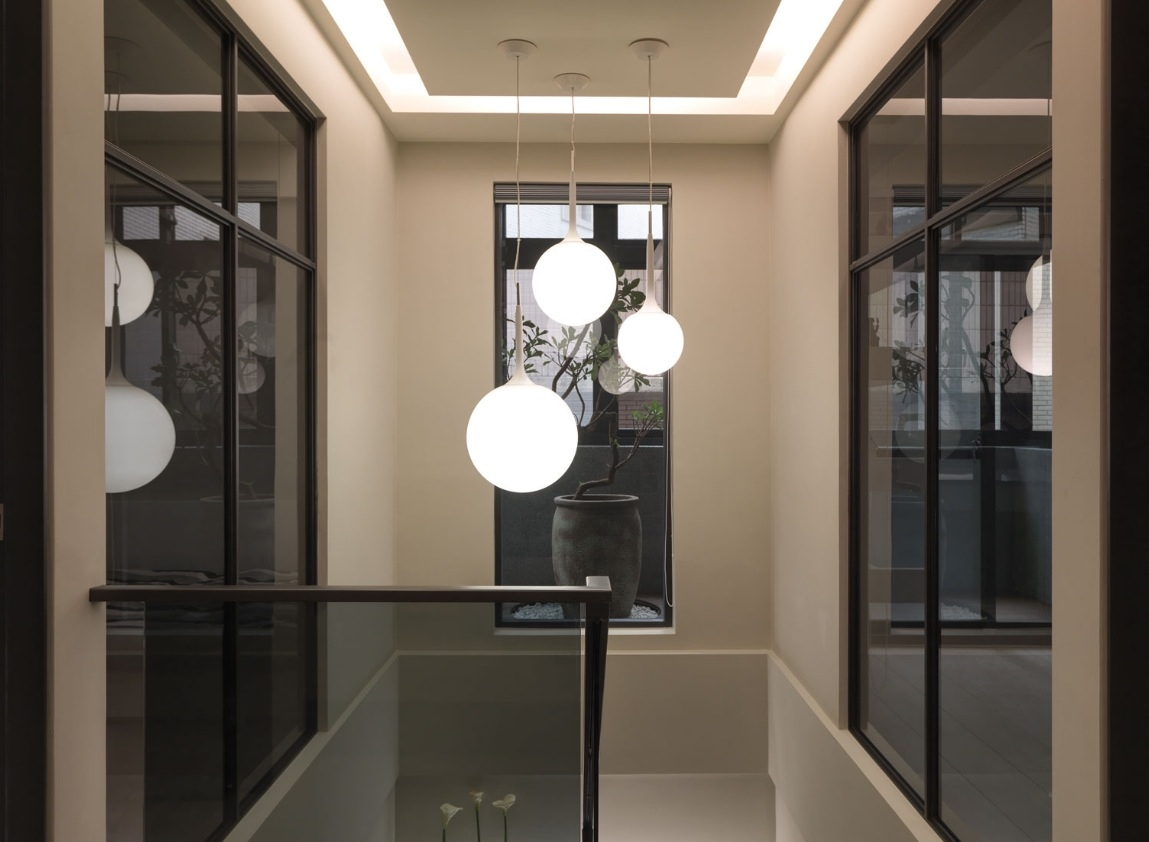 5 Fabulous Ideas For Stairway Lighting – Dekoratus | Ceiling Design For Stairs Area | Stairwell | Accent Lighting | Cake Shop | Cafeteria | L Shape
