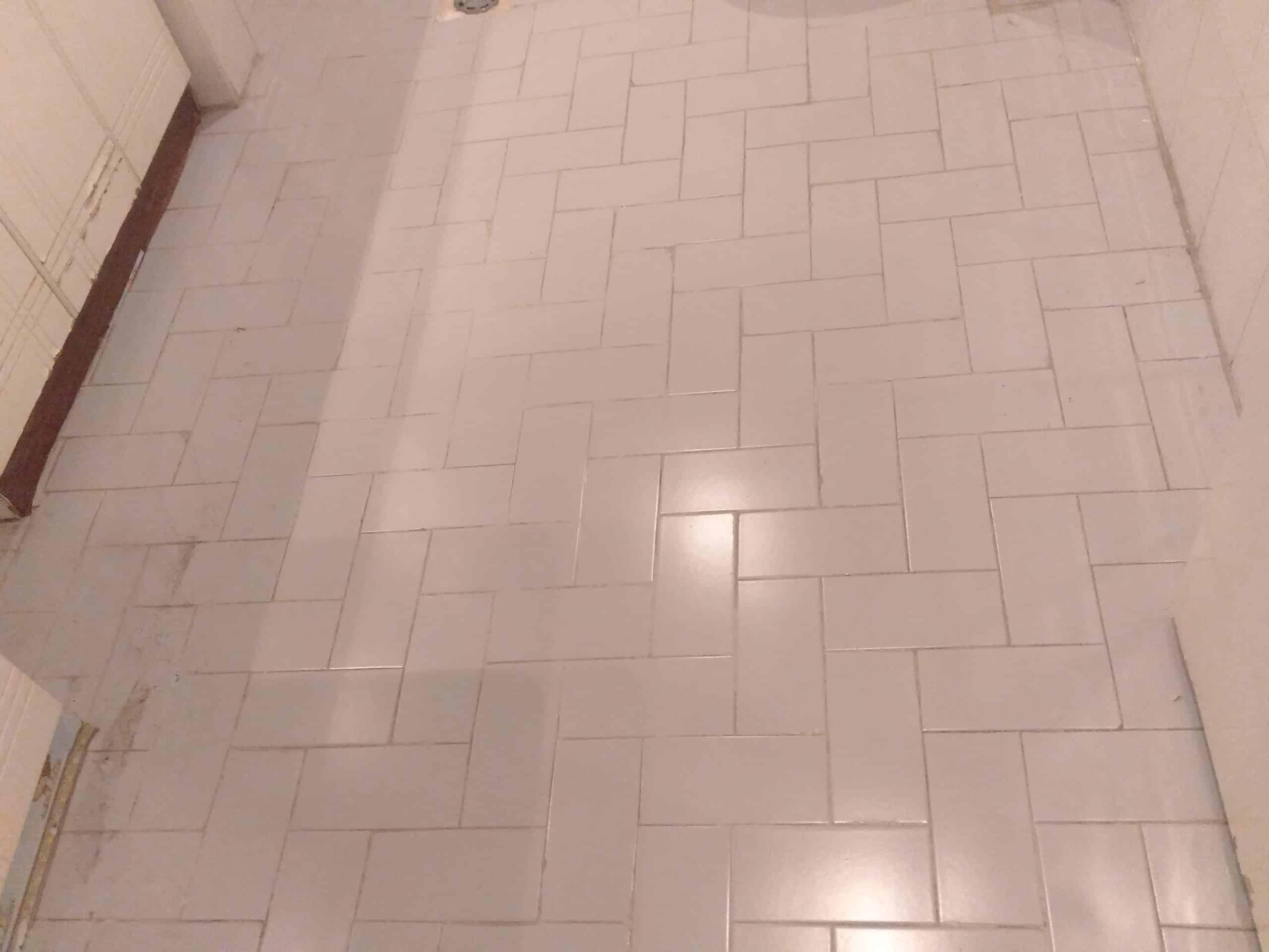Koridor zemin fayanslarını yeniliyoruz