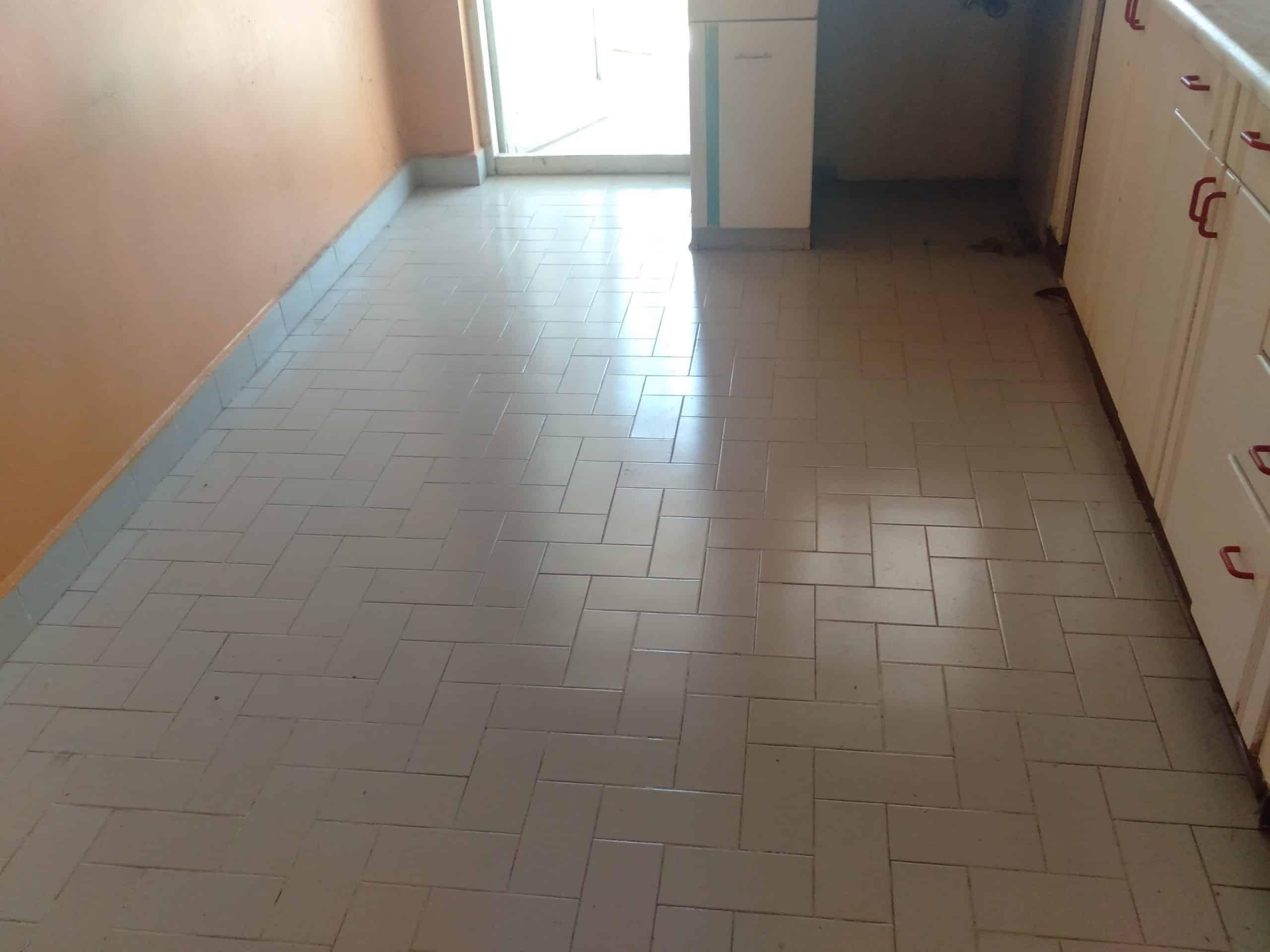 Mutfak zemin fayanslarını değiştiriyoruz