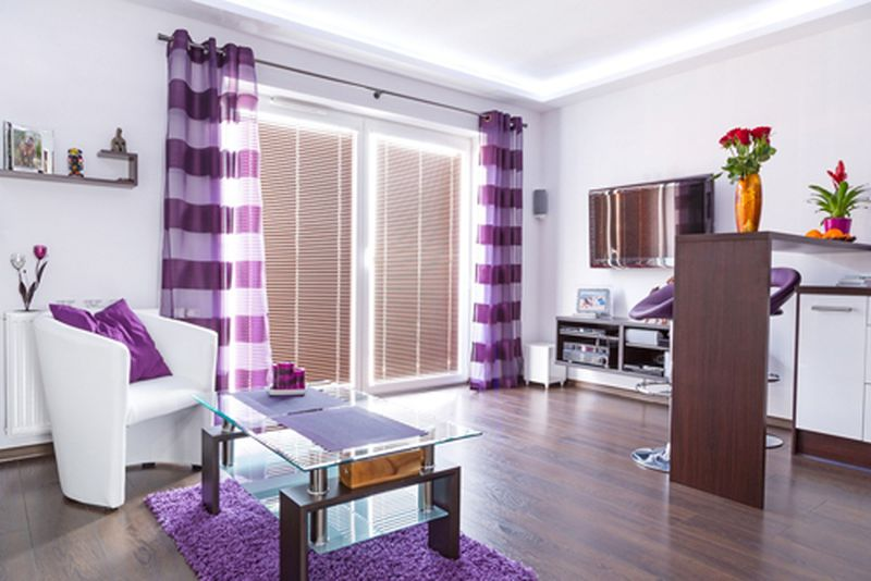 茶色の紫色の紫色の組み合わせ